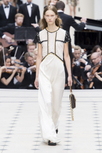 white-on-white-runway-trend-london-burberry