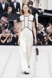 white-on-white-runway-trend-london-burberry