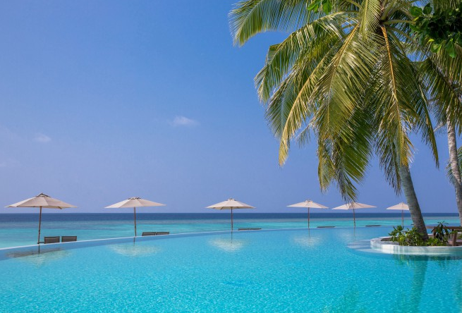 amilla-fushi-hotel-maldives-modern-escape-pool