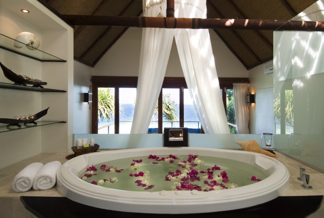 royal-davui-resort-hotel-private-island-travel-bathtub