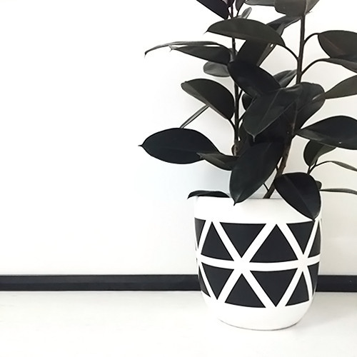 design-twins-lightweight-pots-black-and-white-geometic-bermuda