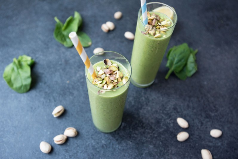 pretty-in-pistachio-food-blogger-green-smoothie