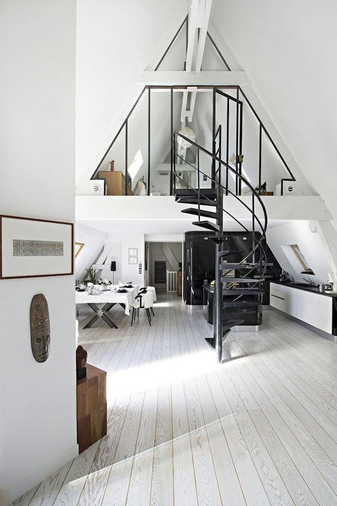 interiors-trend-gray-hardwoord-floors